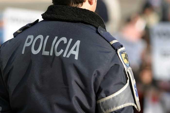 """Resultado de imagem para Perfume """"enfeitiçado"""" usado para burlar cidadão em Coimbra"""