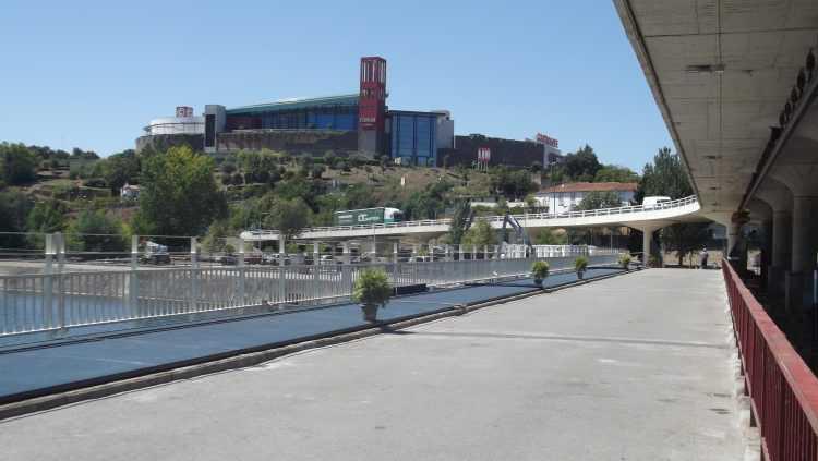 Nova ponte pedonal - Açude
