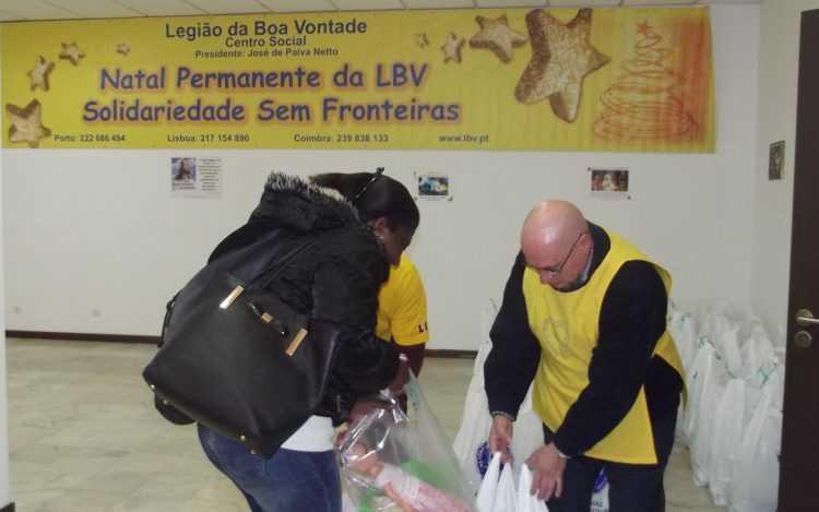 A LBV entregou cabazes alimentares e brinquedos a 100 famílias carenciadas