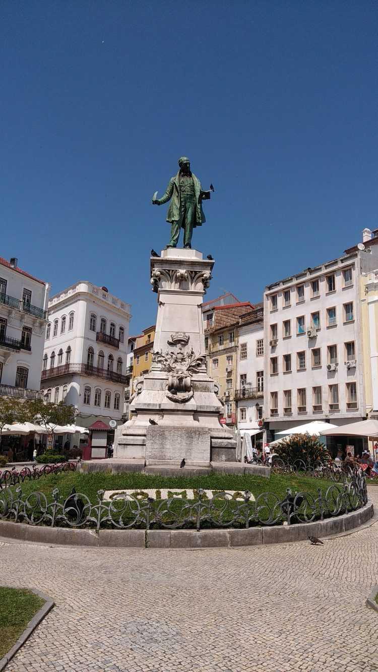 17 - Estátua de Joaquim António de Aguiar