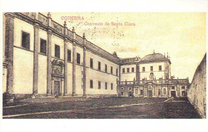 adro da Igreja da Rainha Santa